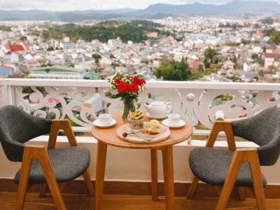 Nhâm nhi tách trà tận hưởng vẻ đẹp toàn cảnh thành phố